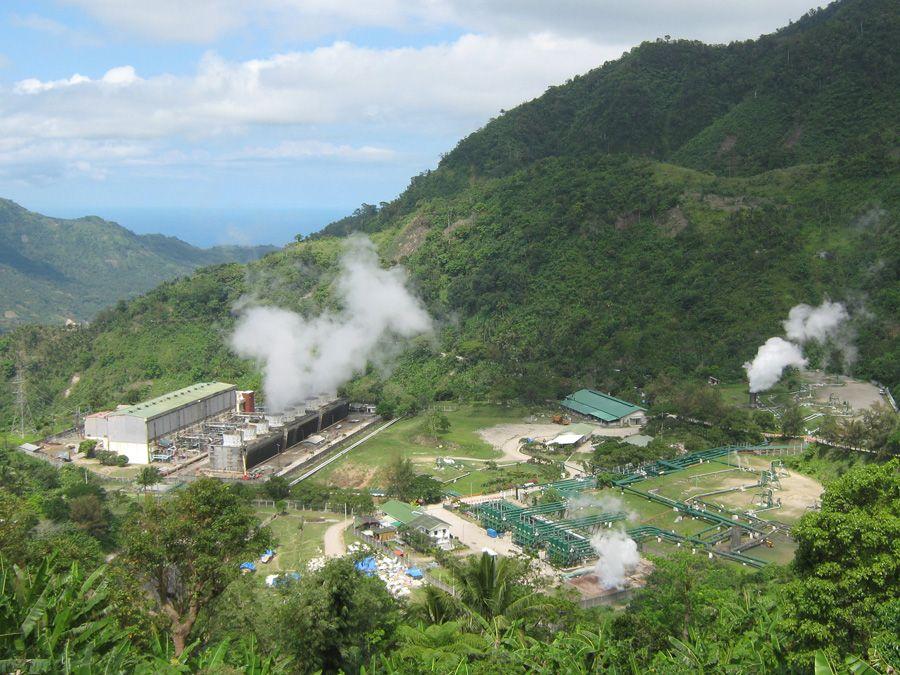 Una Planta de generación de Energía Geotérmica en plena actividad