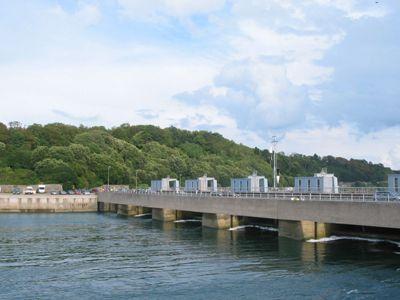 Central eléctrica mareomotriz en el estuario del río Rance, al noroeste de Francia